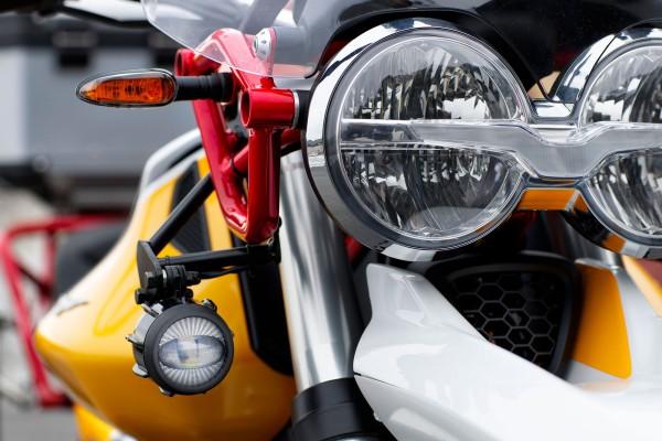 Fendinebbia a LED per Moto Guzzi V85 TT comprensivi di kit di montaggio